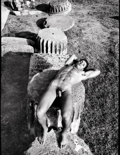 throckmorton-nyc_2001_nude_on_an_ionic_column_silver